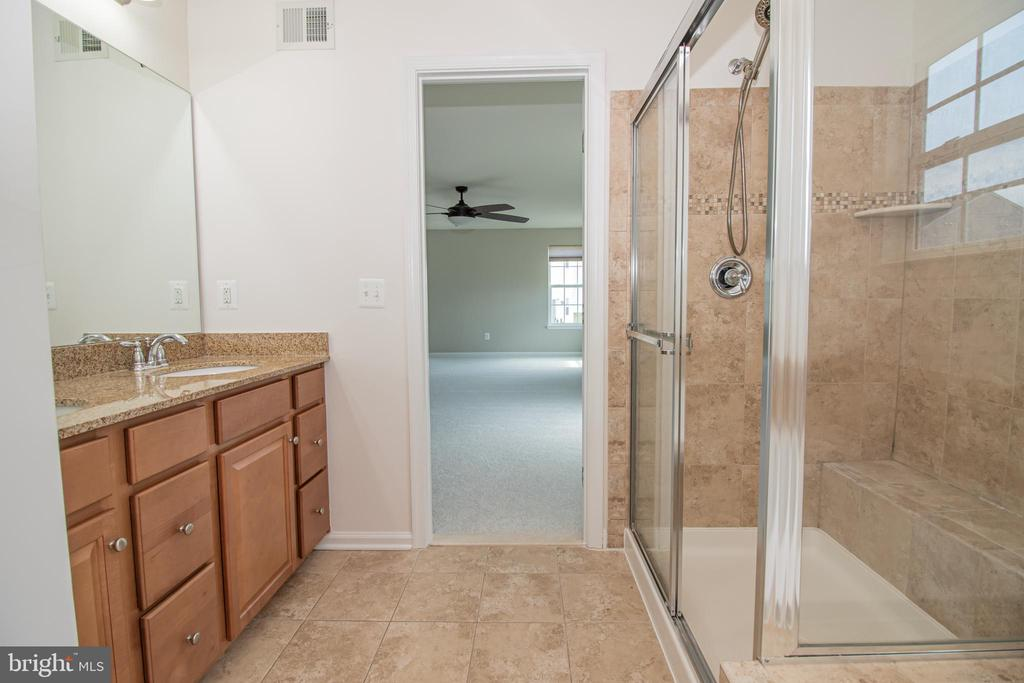 Master Walk in Shower & Dual Vanities - 31 RUNYON DR, STAFFORD