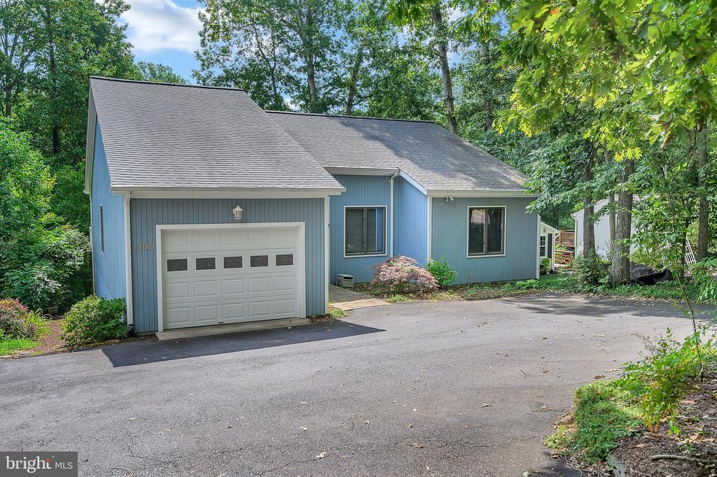 Lots of Parking - 109 INDIAN HILLS RD, LOCUST GROVE