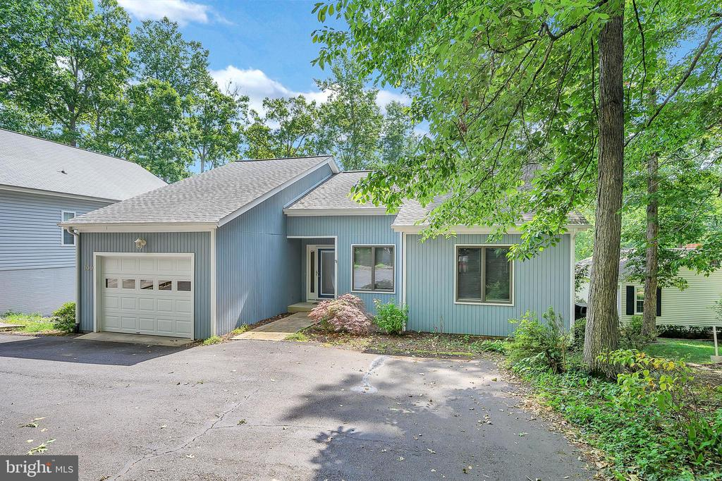 Welcome to 109 Indian Hills Road! - 109 INDIAN HILLS RD, LOCUST GROVE