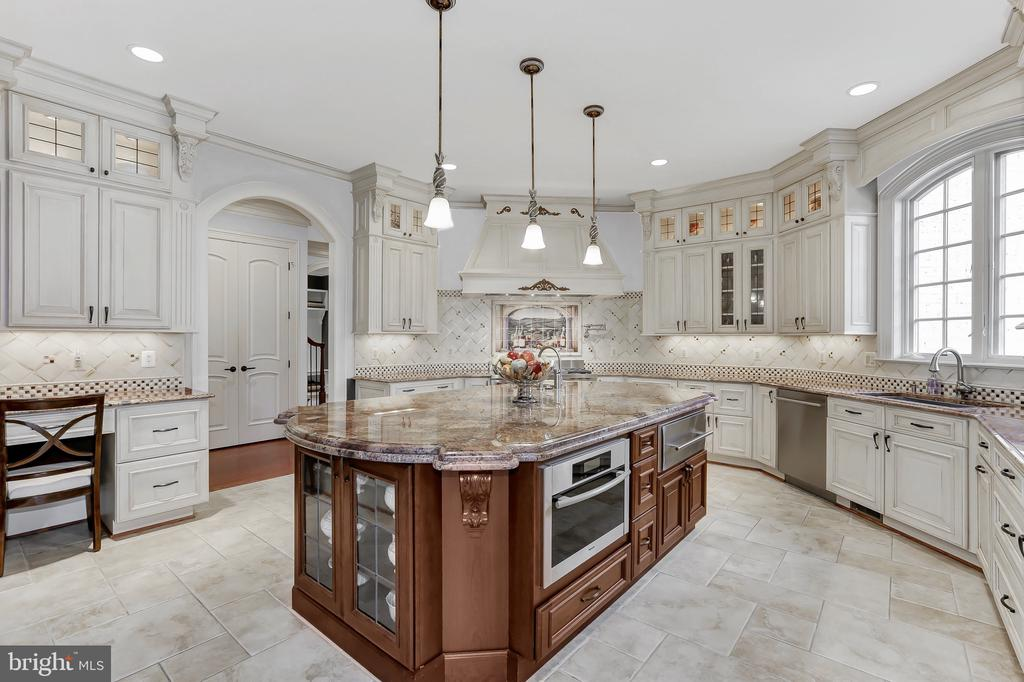 Kitchen with Exotic Granite Countertops - 8334 ALVORD ST, MCLEAN