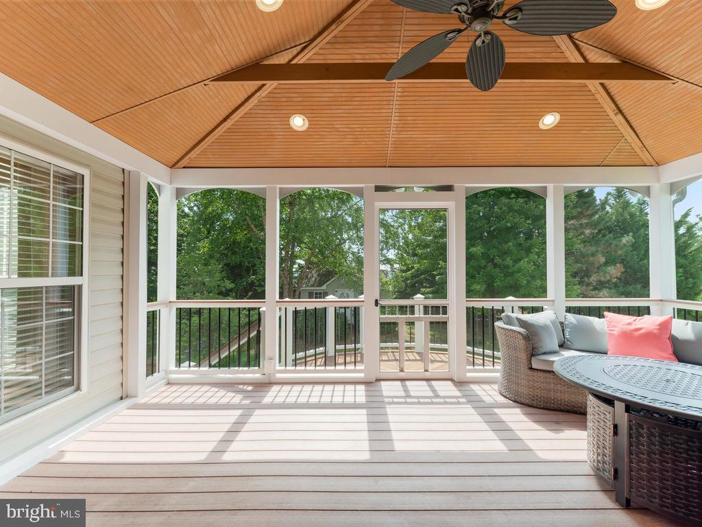 Views to private backyard with mature trees. - 358 SUGARLAND MEADOW DR, HERNDON