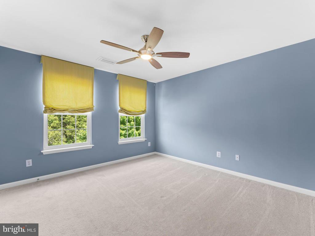 Bedroom 2, carpet, ceiling fan - 358 SUGARLAND MEADOW DR, HERNDON