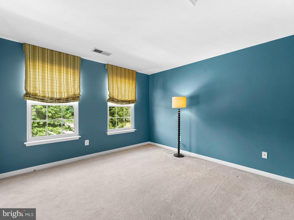 4th bedroom, carpeting, custom drapes - 358 SUGARLAND MEADOW DR, HERNDON