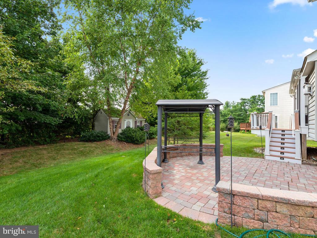Back paver patio, covered area for grilling, - 358 SUGARLAND MEADOW DR, HERNDON