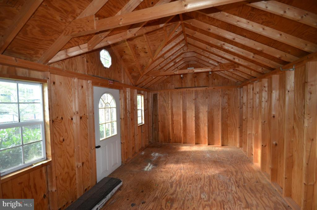Interior shed,  high ceiling, extra storage. - 358 SUGARLAND MEADOW DR, HERNDON