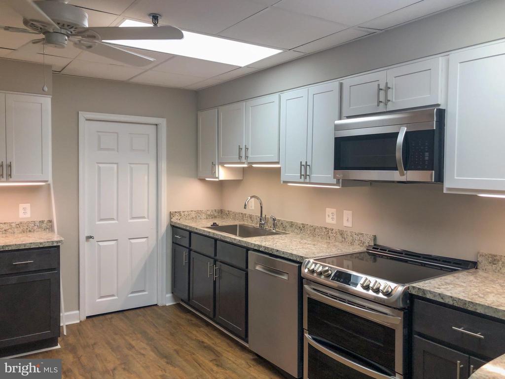 Community Room Kitchen - 3800 POWELL LN #705, FALLS CHURCH