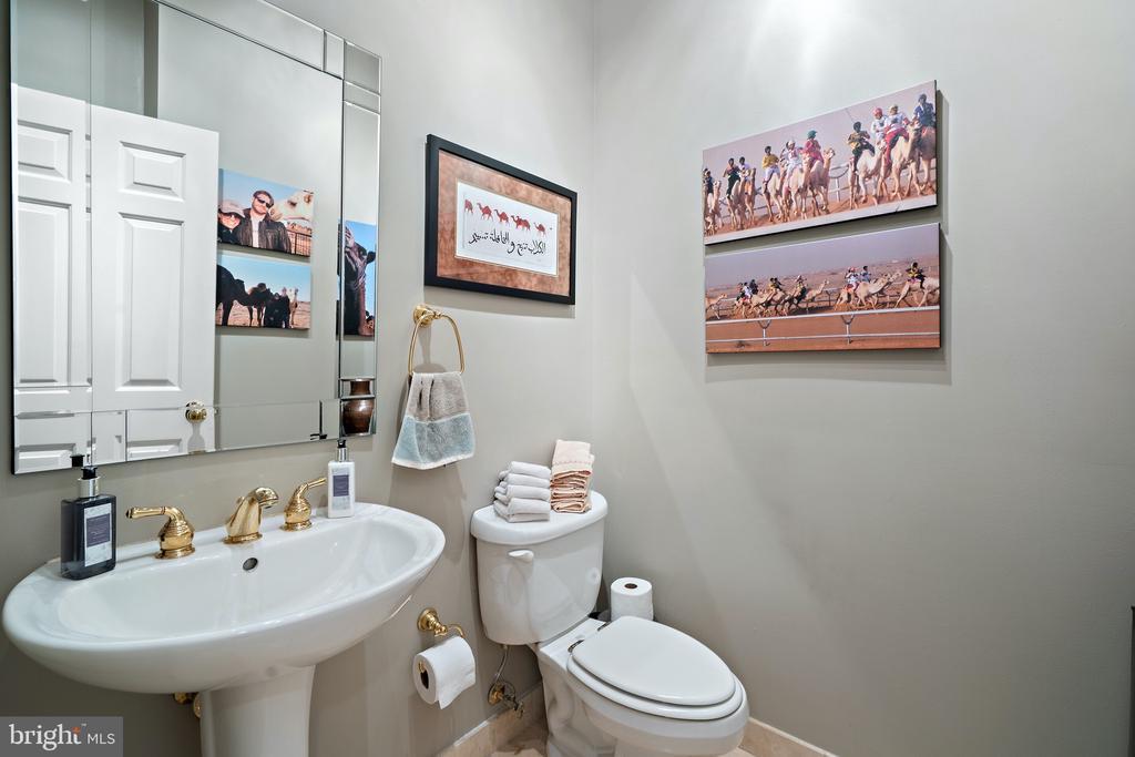 Half Bath - 230 MASONS LN SE, LEESBURG