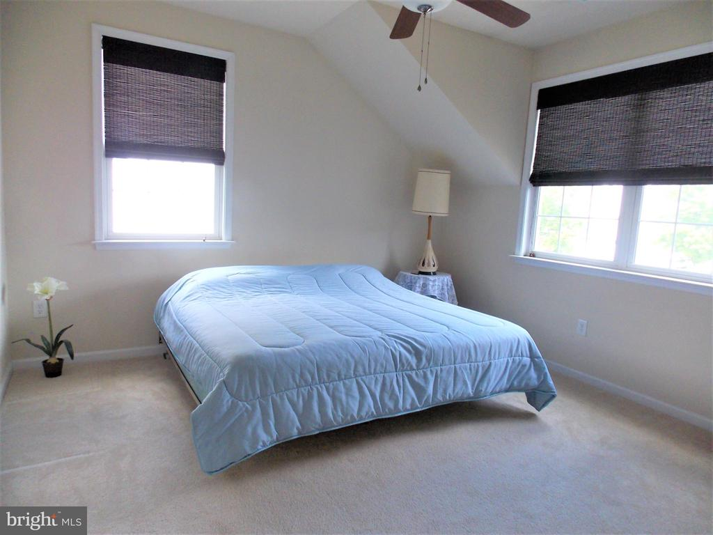 Bedroom #3 on upper level - 44315 STABLEFORD SQ, ASHBURN