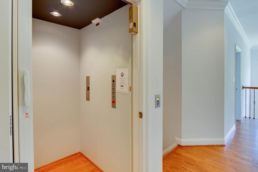Elevator - 9600 THISTLE RIDGE LN, VIENNA