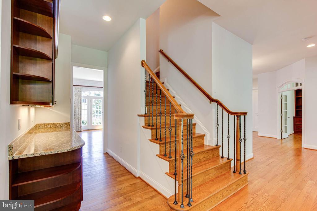 Hardwood Staircases - 9600 THISTLE RIDGE LN, VIENNA
