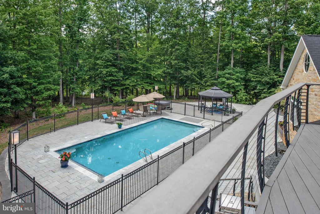 Inviting pool area! - 8205 ASHY PETRAL CT, SPOTSYLVANIA