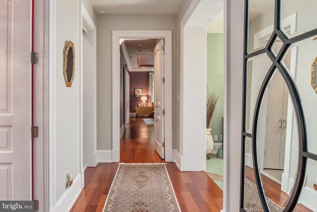 The hallways are even beautiful! - 8205 ASHY PETRAL CT, SPOTSYLVANIA