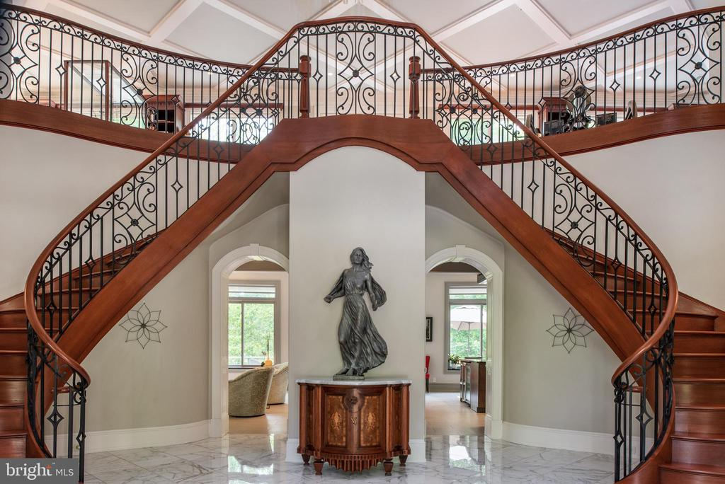 Grand 2 story foyer - 8205 ASHY PETRAL CT, SPOTSYLVANIA