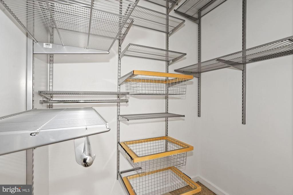 Large Walk-In Master Bedroom Closet - 880 N POLLARD ST #701, ARLINGTON