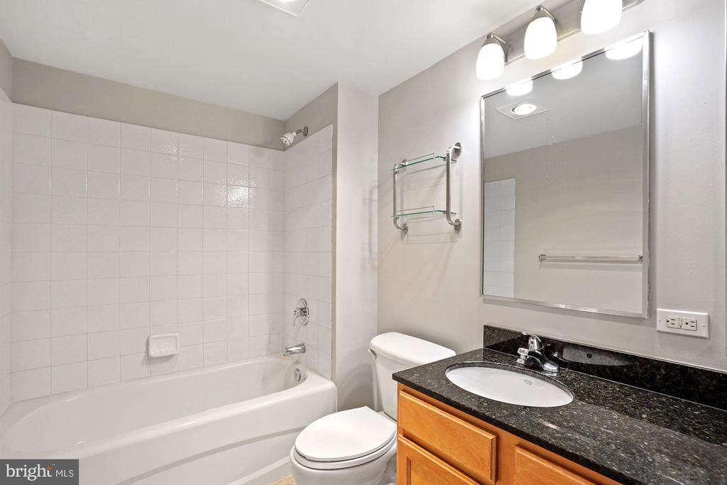 Second Full Bathroom with Granite Vanity - 880 N POLLARD ST #701, ARLINGTON