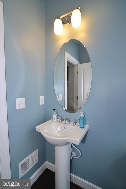 Main level powder room - 6157 CAREY PARK LN, FALLS CHURCH