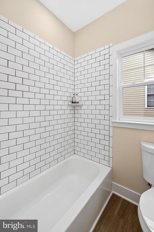 Subway tile in Bath 2 - 133 HARRISON CIR, LOCUST GROVE
