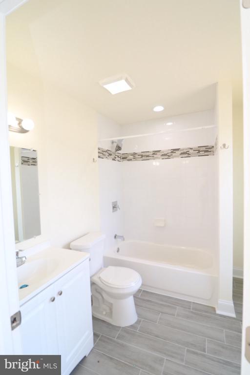 Master Bathroom - 321 E POTOMAC ST, BRUNSWICK