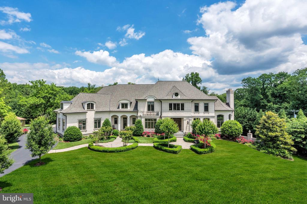 1.25 acres of meticulously manicured grounds - 8334 ALVORD ST, MCLEAN