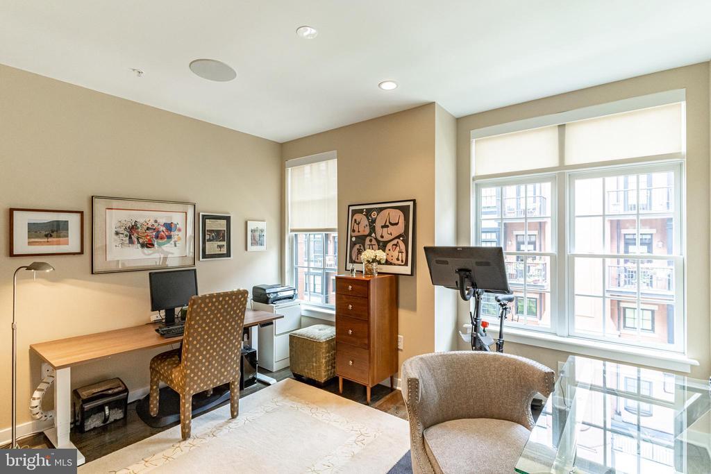 Second bedroom, office/ guest - 1610 N QUEEN ST #245, ARLINGTON