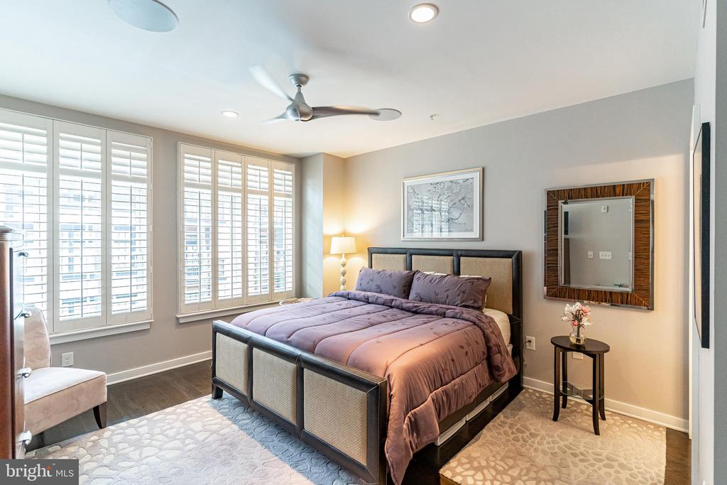 Plantation shutters and hardwood throughout - 1610 N QUEEN ST #245, ARLINGTON