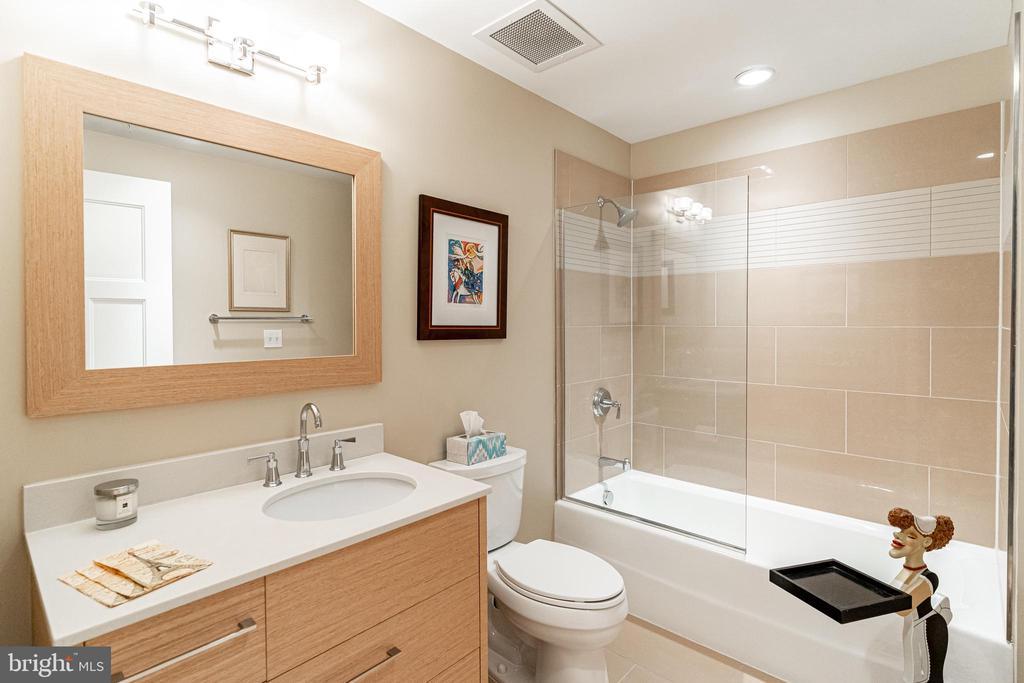 Second bath - 1610 N QUEEN ST #245, ARLINGTON