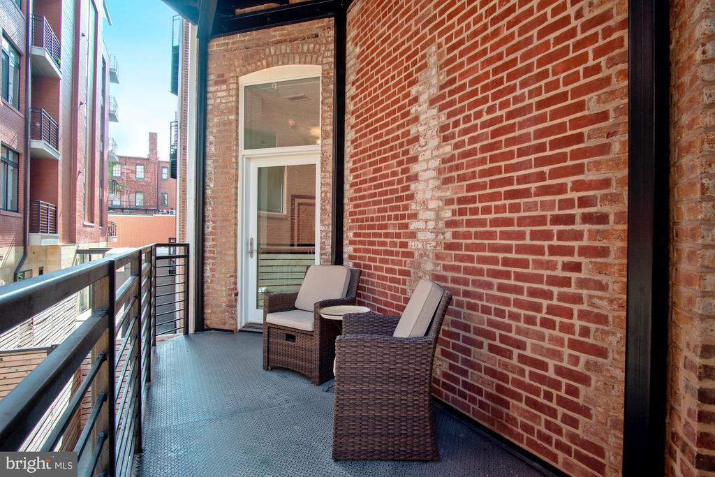 Private, large outdoor balcony! - 1745 N ST NW #208, WASHINGTON