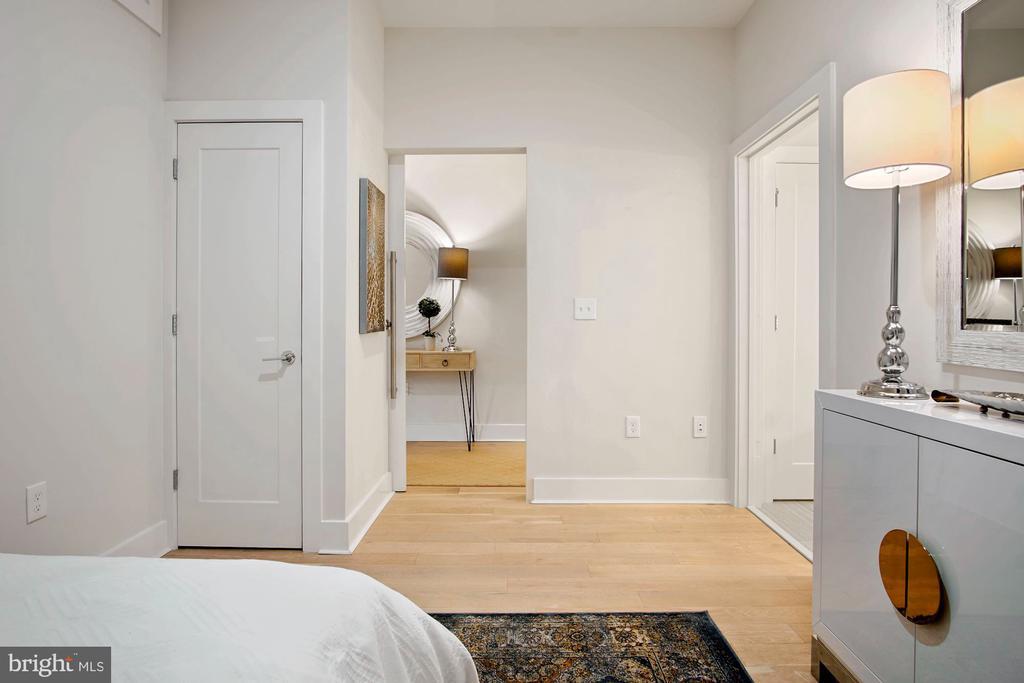 Owner's bedroom, en suite bath - 1745 N ST NW #208, WASHINGTON