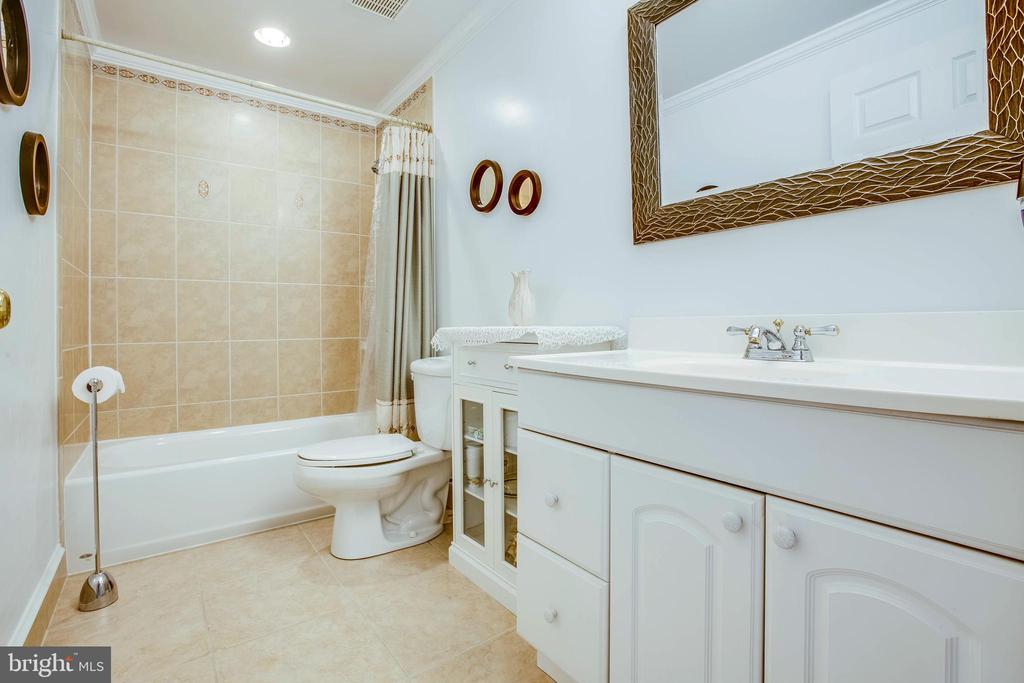 Full bath on the basement level - 11 GOAL CT, STAFFORD