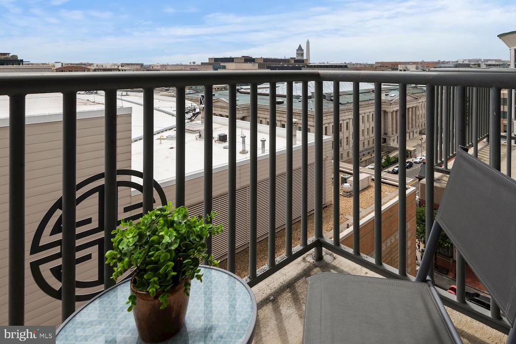 With a Private Balcony with Monument Views - 777 7TH ST NW #1102, WASHINGTON