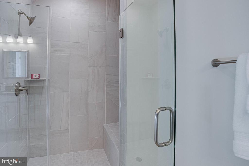 Exquisite shower with frameless door & bench - 43091 WYNRIDGE DR #301, BROADLANDS
