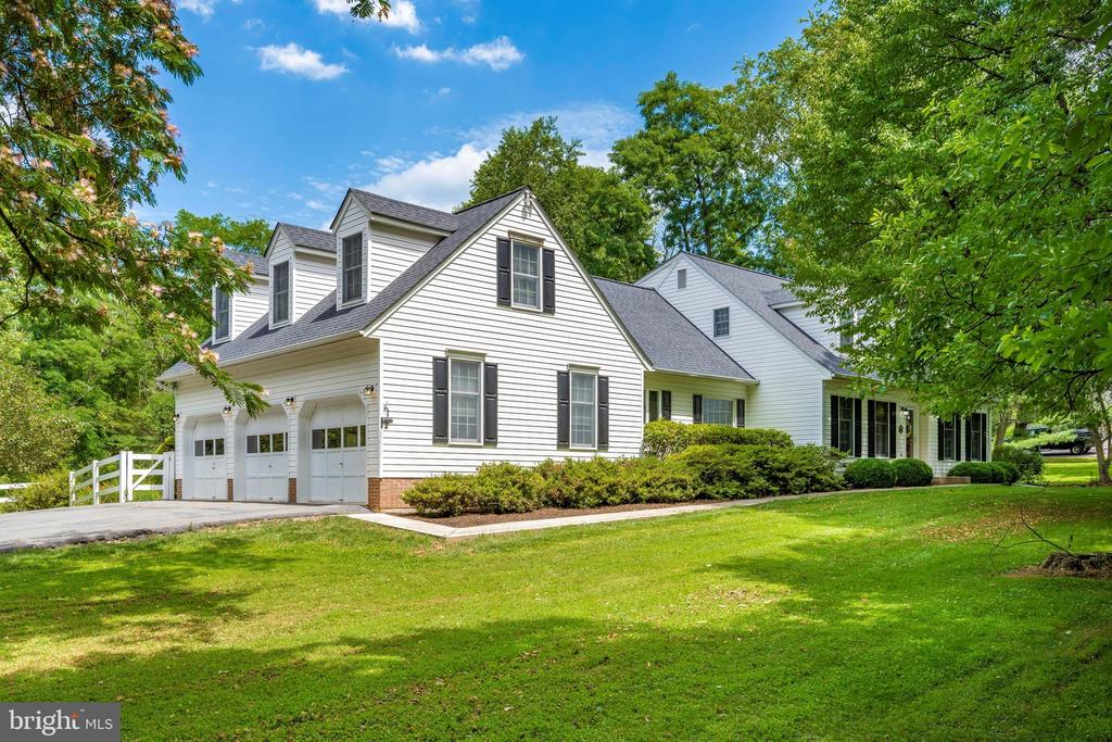 Custom built & hard to find..New England Colonial - 8707-A N PACIFIC CT, MIDDLETOWN