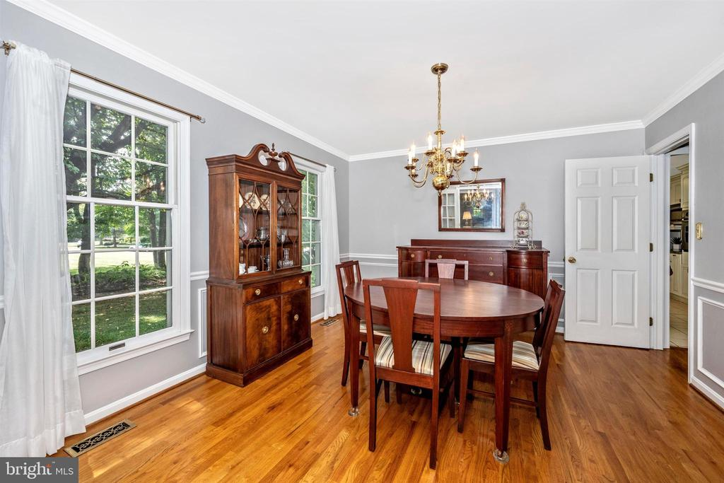 Formal DR~ space for large table - 8707-A N PACIFIC CT, MIDDLETOWN