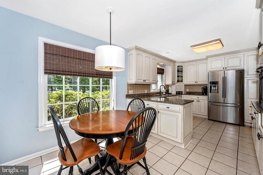 Large Breakfast room - 8707-A N PACIFIC CT, MIDDLETOWN