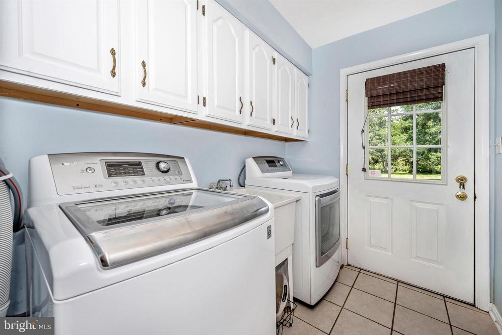 Laundry rm has access to backyard - 8707-A N PACIFIC CT, MIDDLETOWN