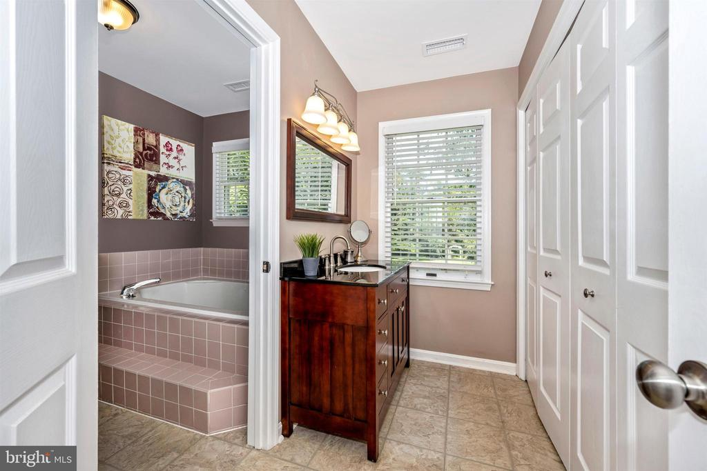 Master bathroom - - 8707-A N PACIFIC CT, MIDDLETOWN
