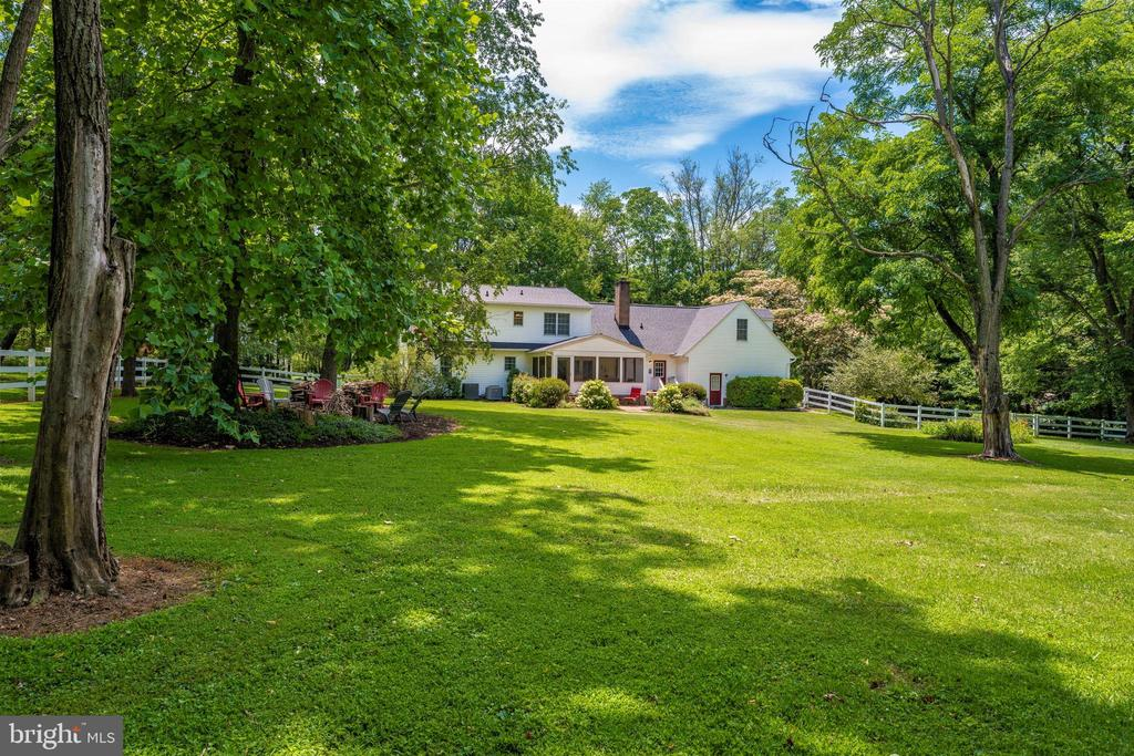 shade trees & so much space - 8707-A N PACIFIC CT, MIDDLETOWN