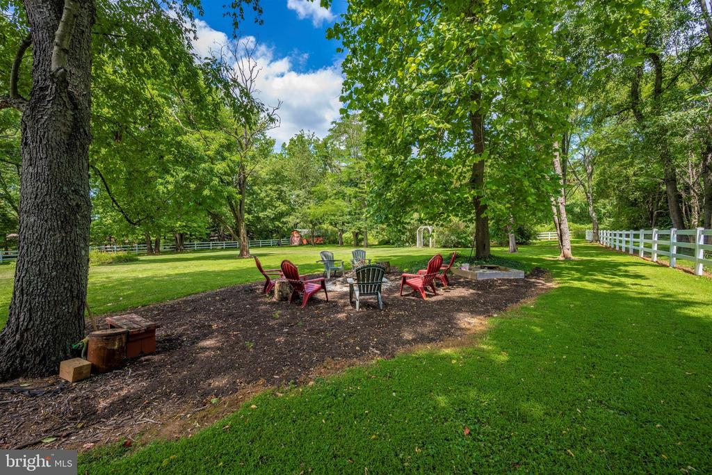 relax around your firepit every night - 8707-A N PACIFIC CT, MIDDLETOWN