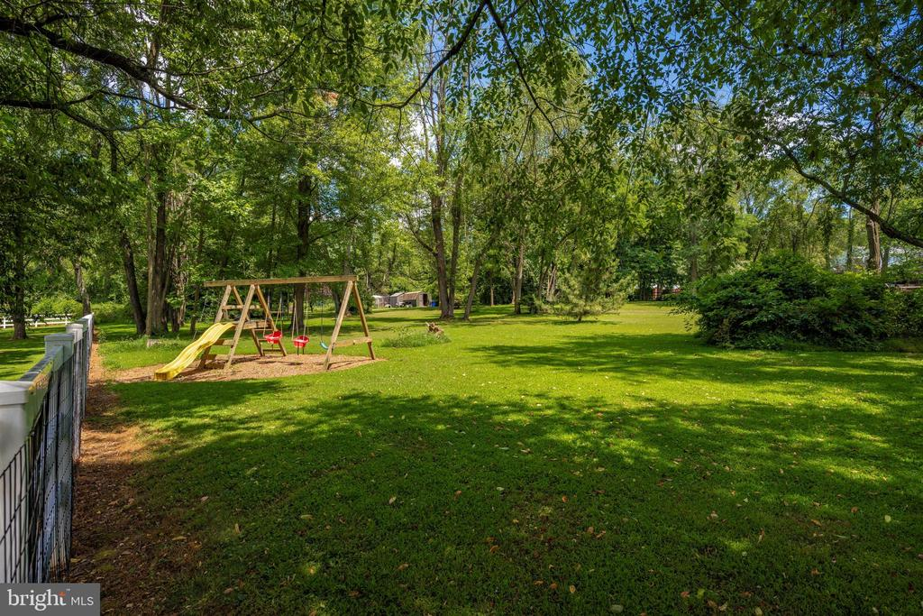 backyard is partially fenced ~ perfect for doggies - 8707-A N PACIFIC CT, MIDDLETOWN