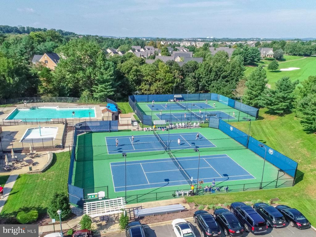 Multiple pools, tennis courts, and more - 18382 FAIRWAY OAKS SQ, LEESBURG