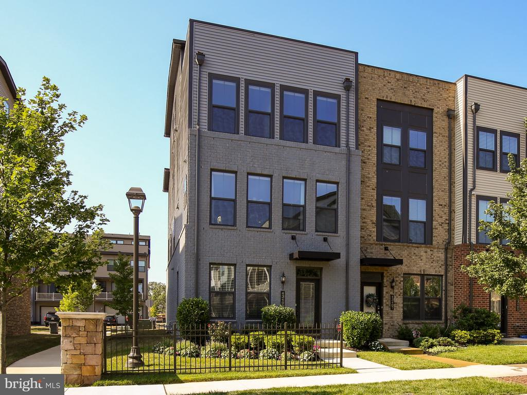 Welcome to 43409 Southland St in Westmoore - 43409 SOUTHLAND ST, ASHBURN