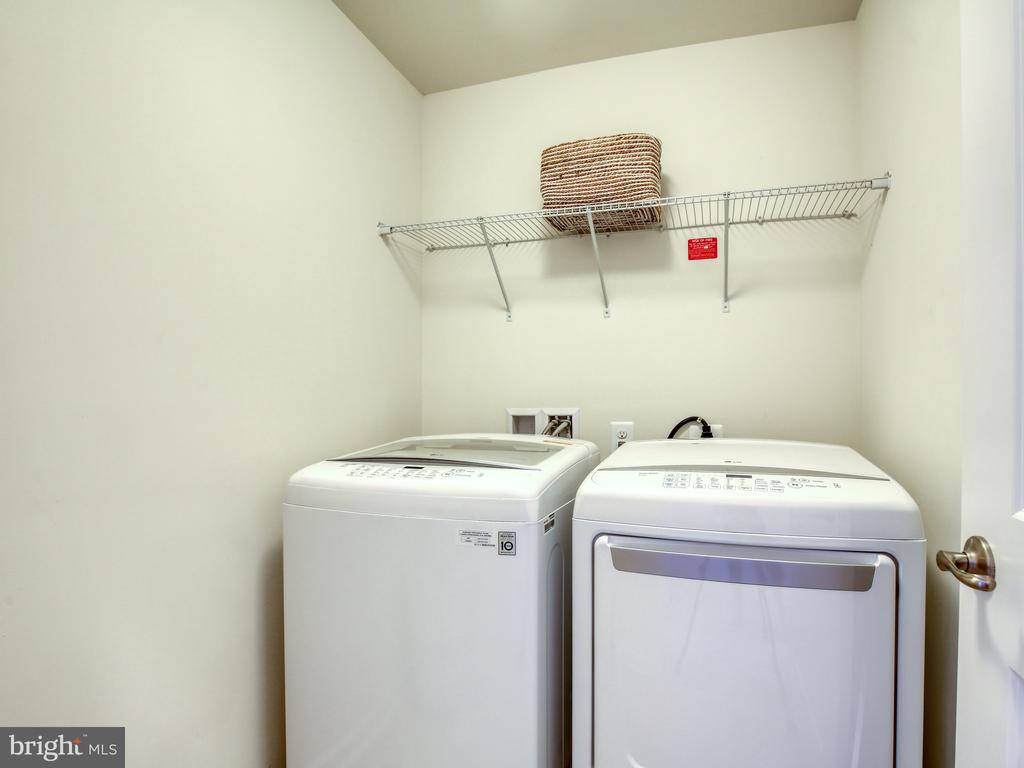 Laundry on bedroom level - 43409 SOUTHLAND ST, ASHBURN