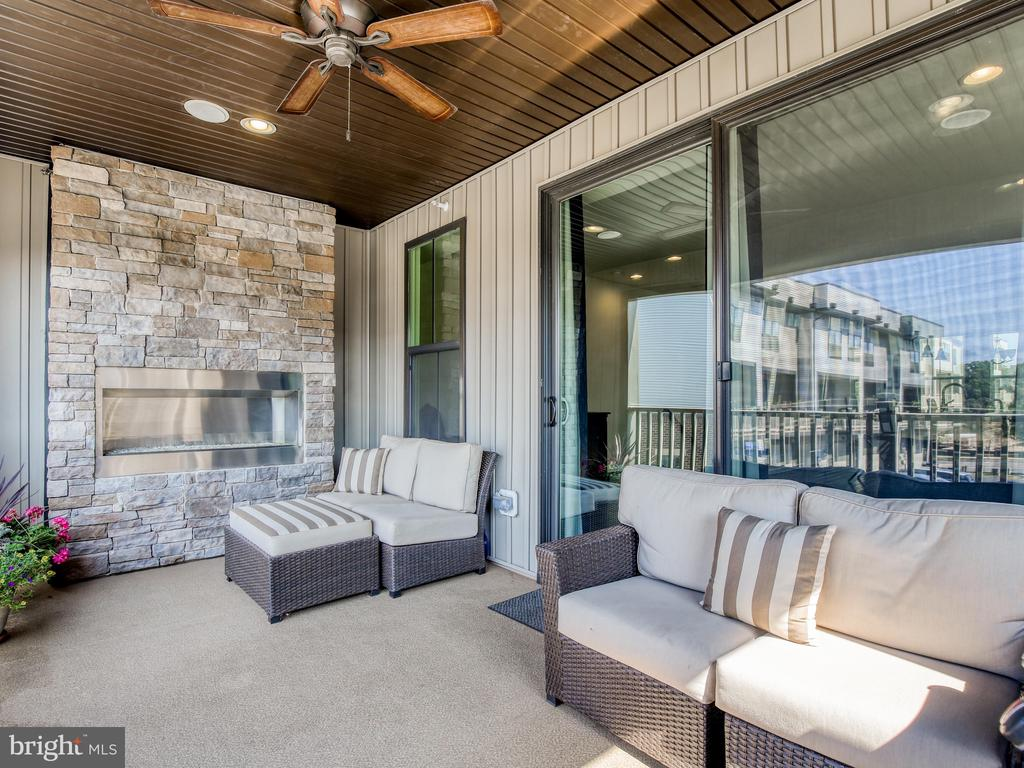 Built in Fireplace - 43409 SOUTHLAND ST, ASHBURN