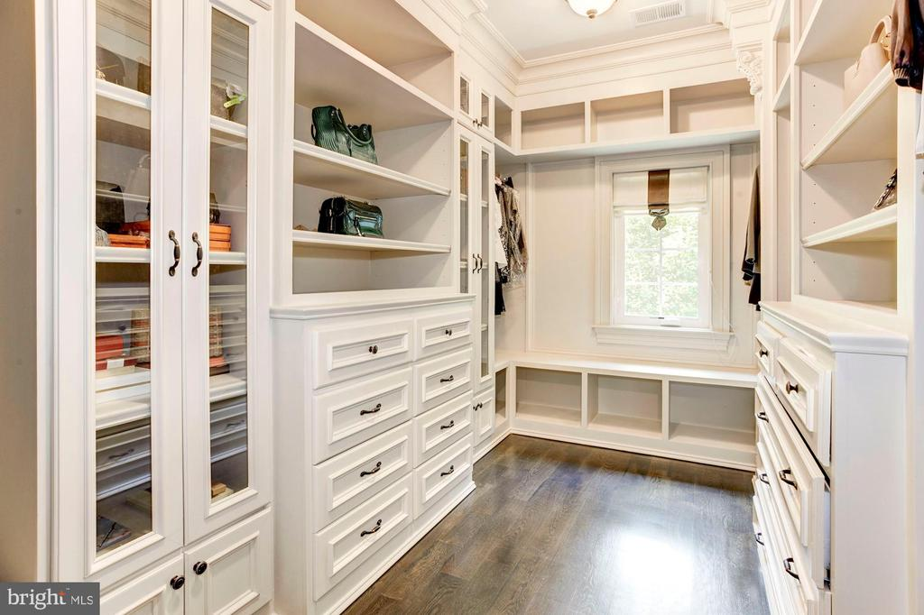 Closet Dressing Room for Owner's Suite - 432 SPRINGVALE RD, GREAT FALLS