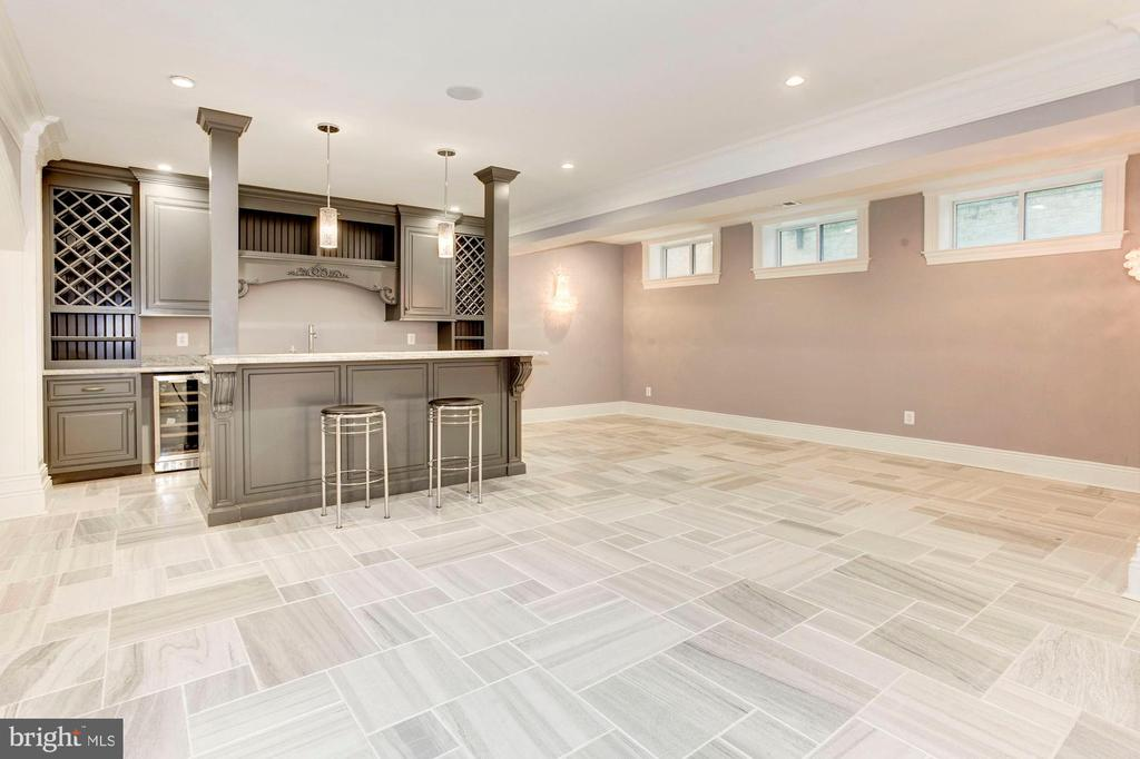 Refreshments Area / Wet Bar - 432 SPRINGVALE RD, GREAT FALLS