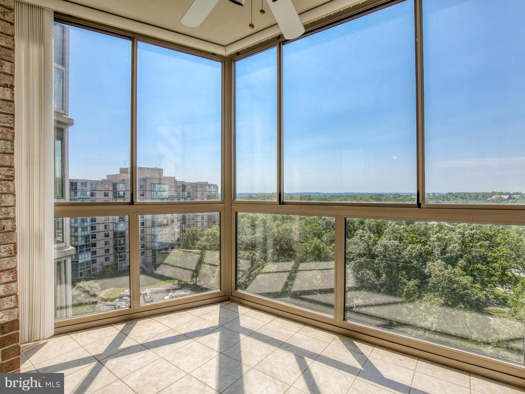 Gorgeous views - 19375 CYPRESS RIDGE TER #804, LEESBURG