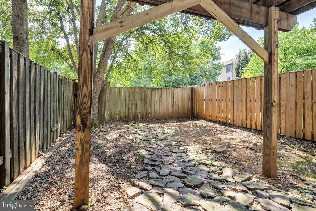 Private fenced backyard - 249 DAVIS AVE SW, LEESBURG