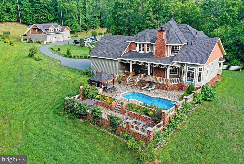 Single Family Homes pour l Vente à Troy, Virginia 22974 États-Unis