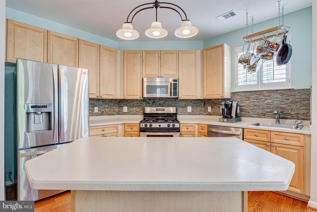 PLENTY of counter space for cooking ! - 9480 VIRGINIA CENTER BLVD #117, VIENNA
