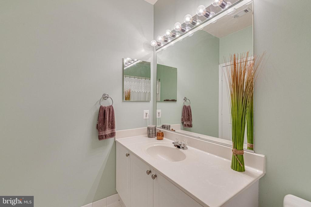 Second bathroom - 9480 VIRGINIA CENTER BLVD #117, VIENNA